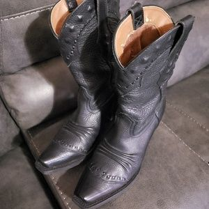Ladies Ariat boots sz 6